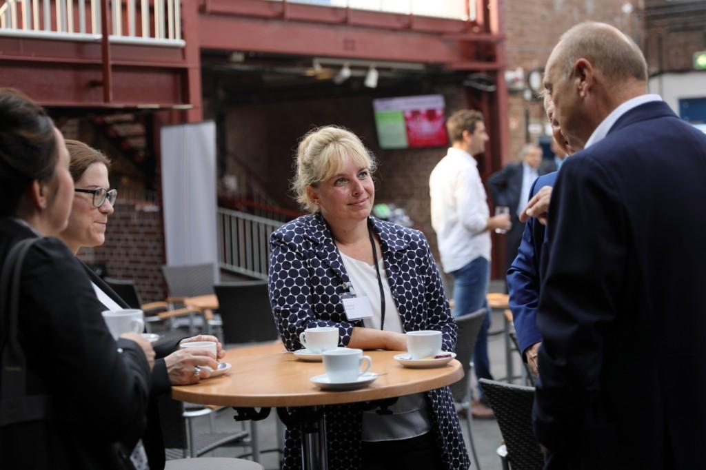 Teilnehmer des Netzwerktreffens im Gespräch. Foto: Dirk Böttger, ICM