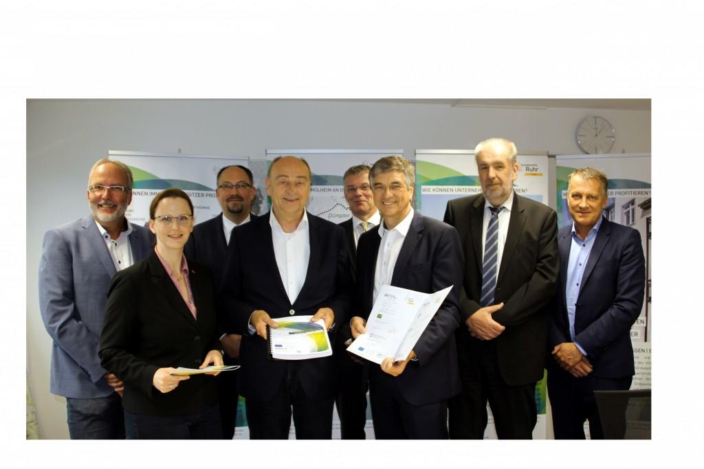 Innovation City Management GmbH übergibt Quartierskonzept an den Beigeordneten Peter Vermeulen