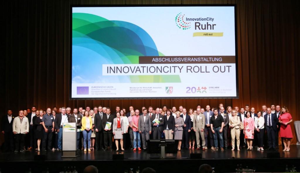 Foto mit allen anwesenden Beteiligten am InnovationCity roll out